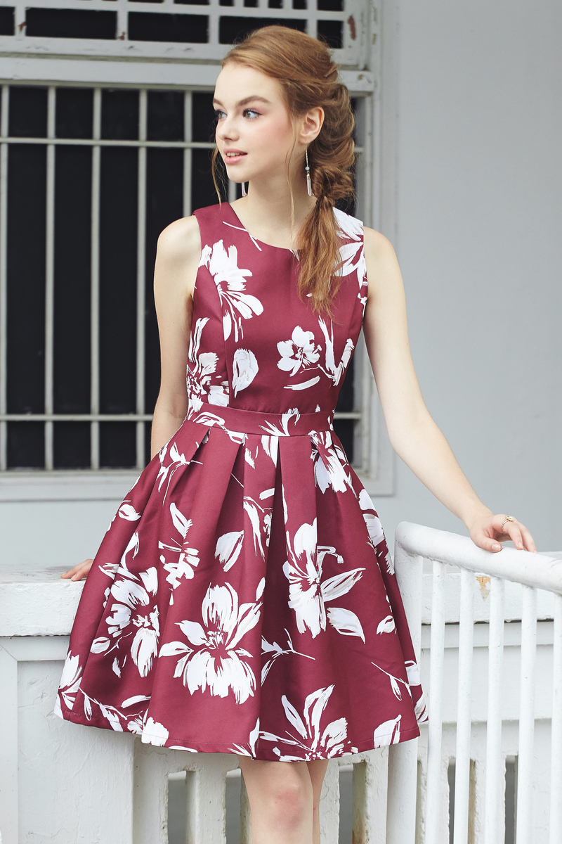 6bfac5ef5506 intq label  ainthe floral printed flare dress in burgundy