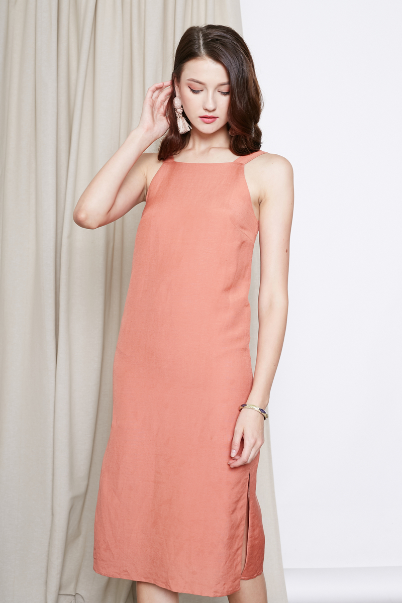 7b9363a39e0 GERRA BASIC LINEN MIDI DRESS IN PEACH ORANGE
