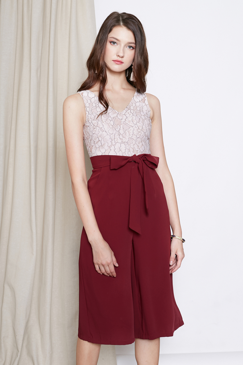 314f39611ff1  INTQ LABEL  GWEN DUOTONE FLORAL LACE JUMPSUIT IN WINE