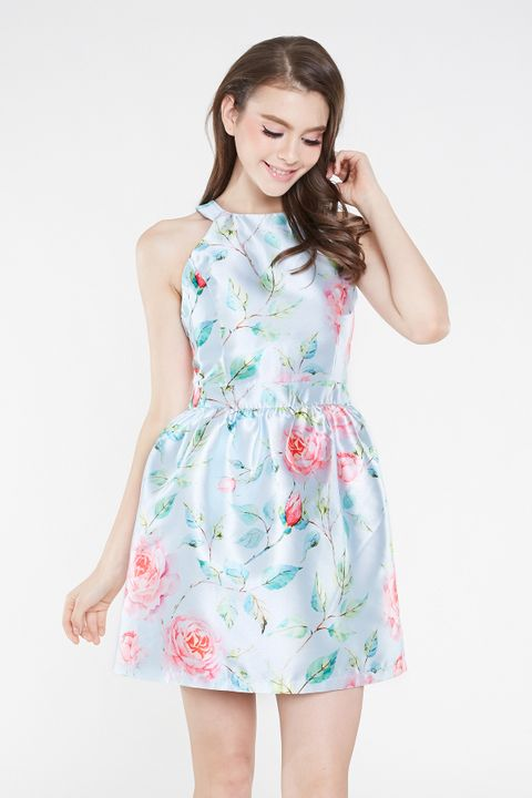 460120936ee *INTQ LABEL* EVENSONG FLORAL KEYHOLE DRESS IN BLUE